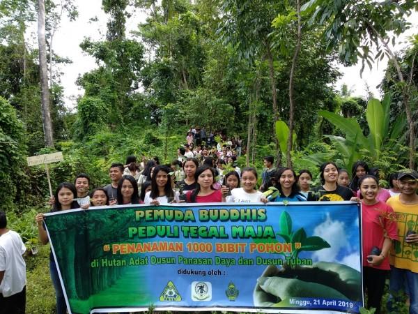 Peduli Lingkungan, Pemuda Buddhis Tanam Pohon